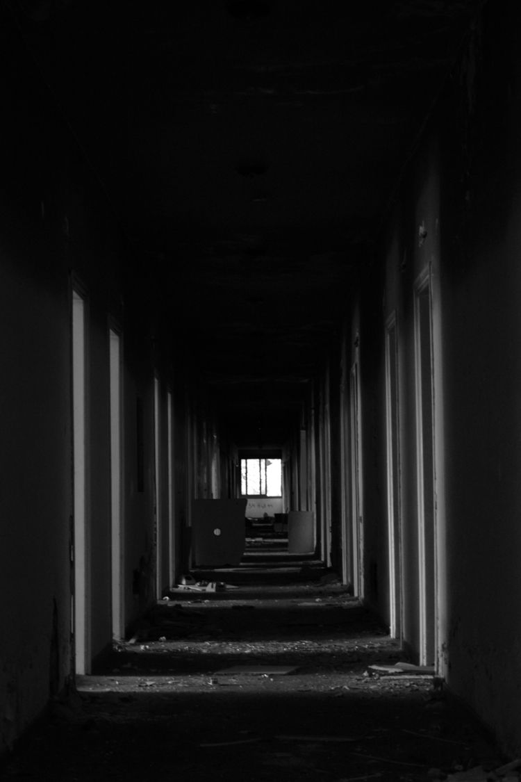 photography#bnw#perspective#architecture#wear#dereliction#abandonment - a2toz | ello
