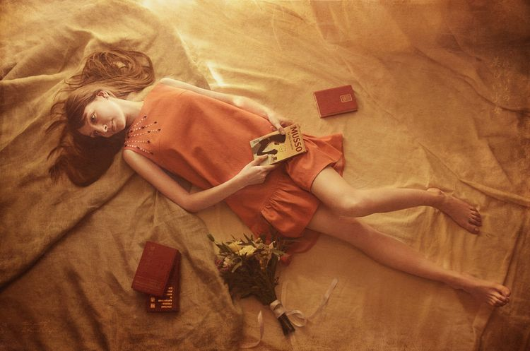 Sunny lazy afternoon - girl, barefoot - kirillpanfilov | ello