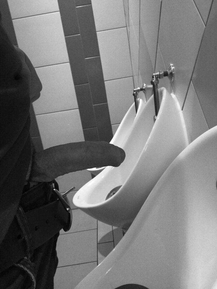 pissing, autogril - alex_delarge | ello