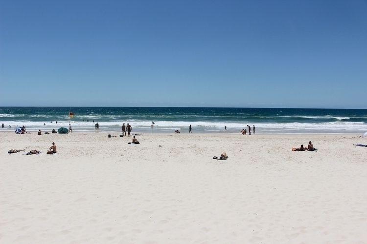 Surfes Paradise , Queensland - Australia - whateveryoulike | ello