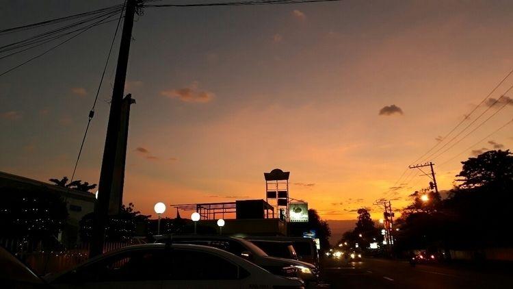 perfect twilight. 5:52 PM - monsterxbee | ello
