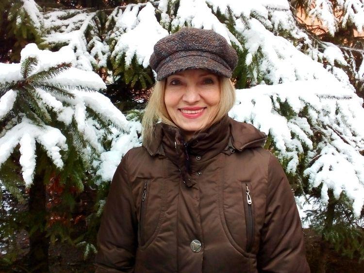winter smile - street, portrait - igenvoicov | ello