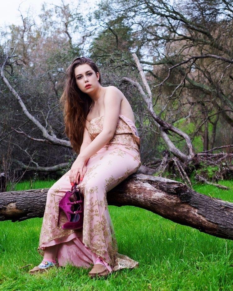 scar - femalemodel, concept - vincibleman | ello