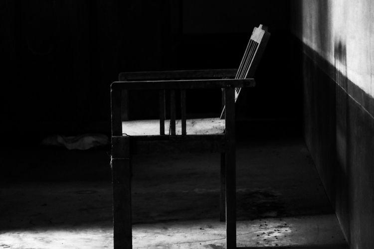 AASAN - blackandwhite, vintage, chair - sunilsb | ello