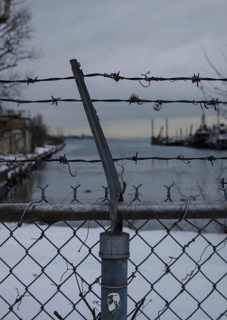 Fenced Canon EOS 70D 18-55mm Vi - bds_   ello