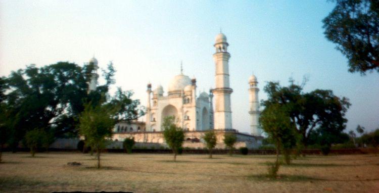 Tomb Lady ...Bibi Ka Maqbara, A - peterdegraaff | ello