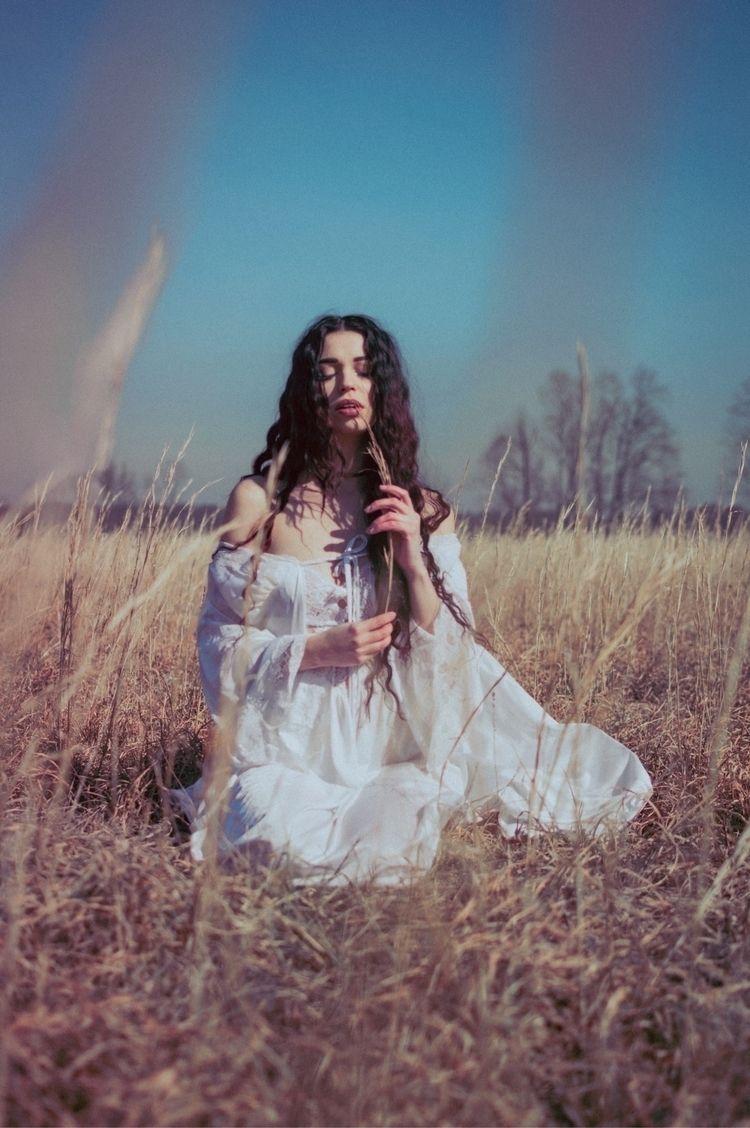 Alex Locklear - moody, tones, ethereal - sonniemarie | ello