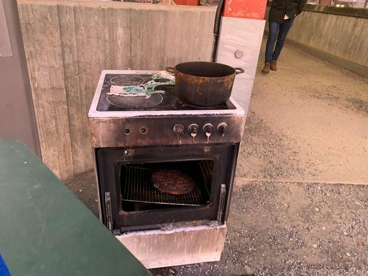 Funny, weird morning. oven pizz - vitne | ello