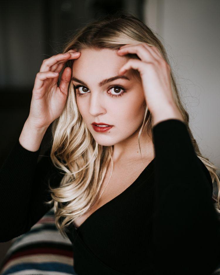 Model: Samantha - ellohype, ellobeauty - djuansala | ello