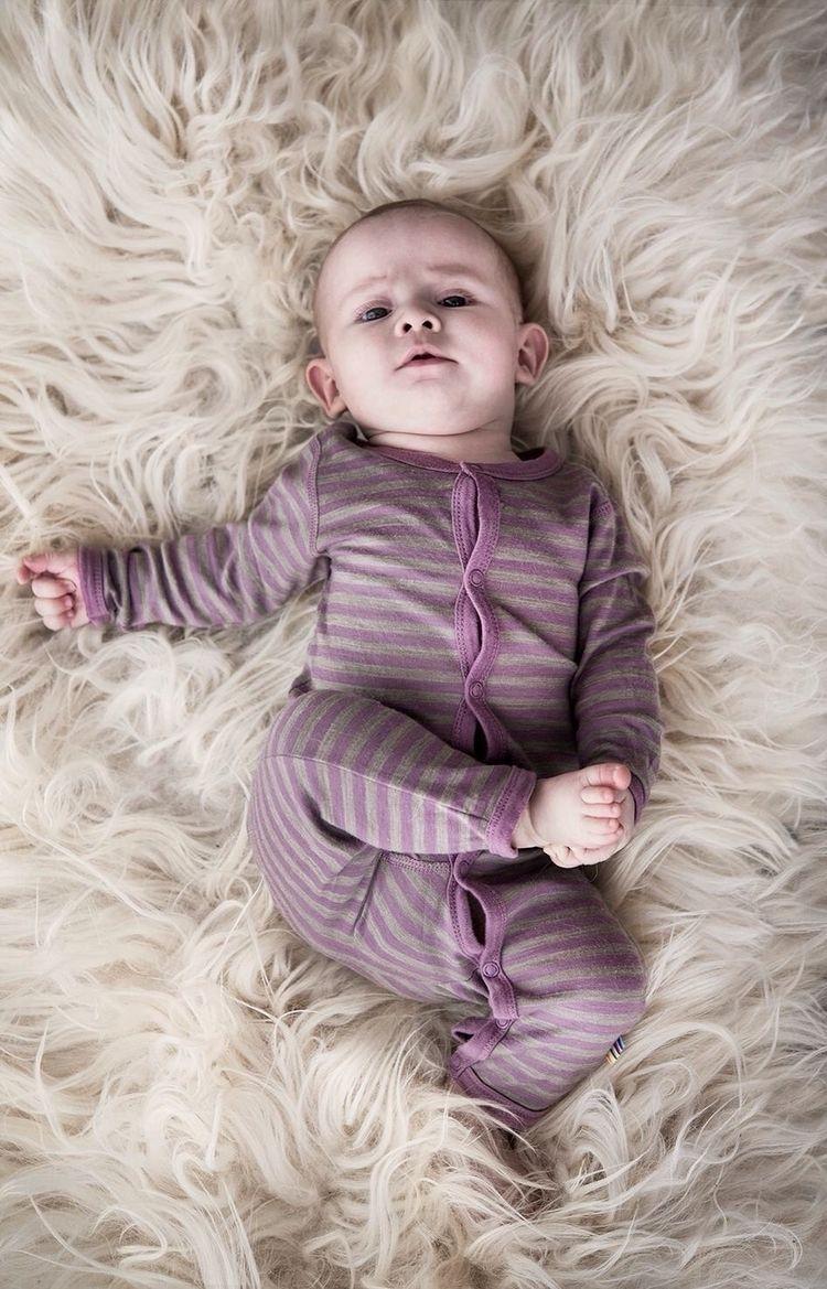 Baby Sille posing camera - babyphotogeahy - strusch | ello
