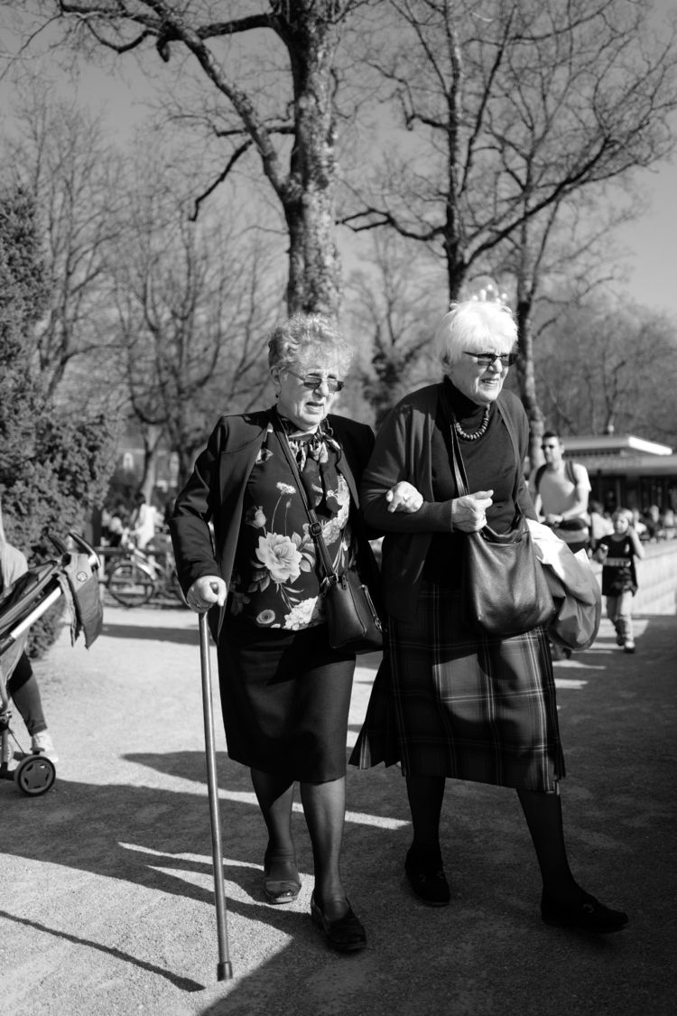 Sunday afternoon park - streetphotography - nmercm | ello