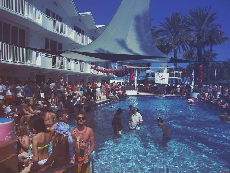 Poolside-dwelling humans, color - unlimitedrec   ello
