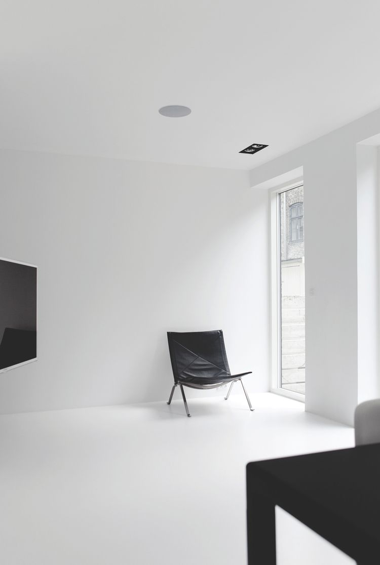spacious refreshingly light Cop - minimalissimo | ello