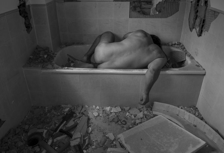 bath / baño - depression, blackandwhiteshit - natxodiego | ello