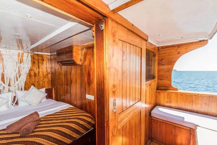 Komodo sailing trip sounds awes - petitandromeda   ello