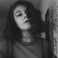 Karolina (@funnyhowhoney) Avatar
