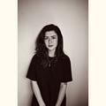 Holly (@shesjustcurious) Avatar