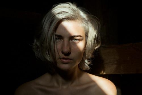 Sara (@sarascarletmodel) Cover Image