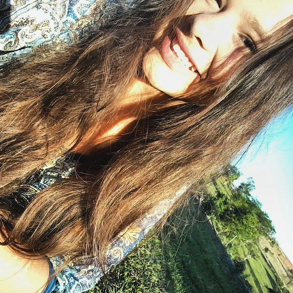 Maria (@liviaquueiroz) Cover Image