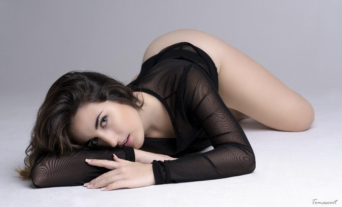 Miriam (@miriamsierra97) Cover Image