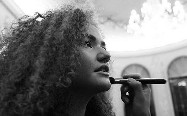 Vitória Falcão (@vitfalcao) Cover Image