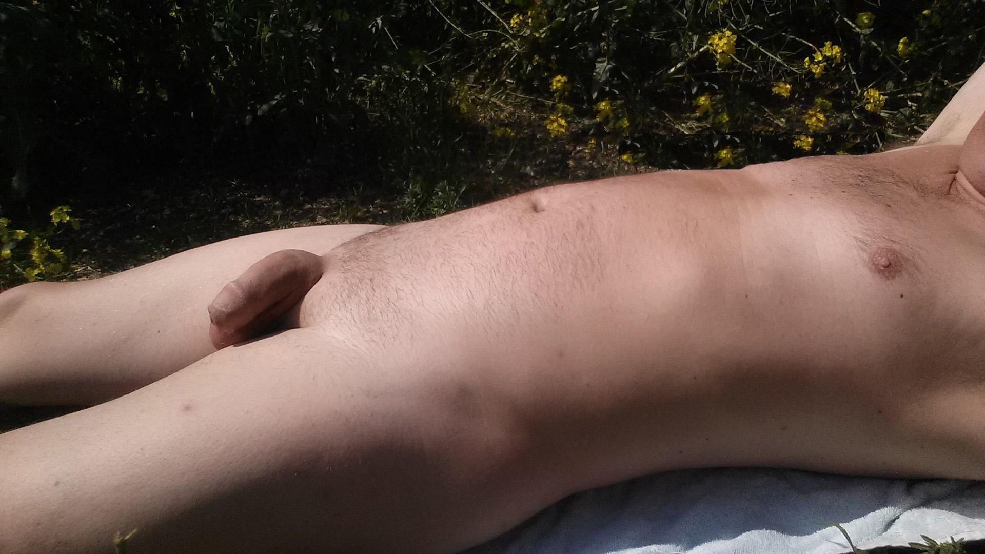 naturist (@nudewalker) Cover Image