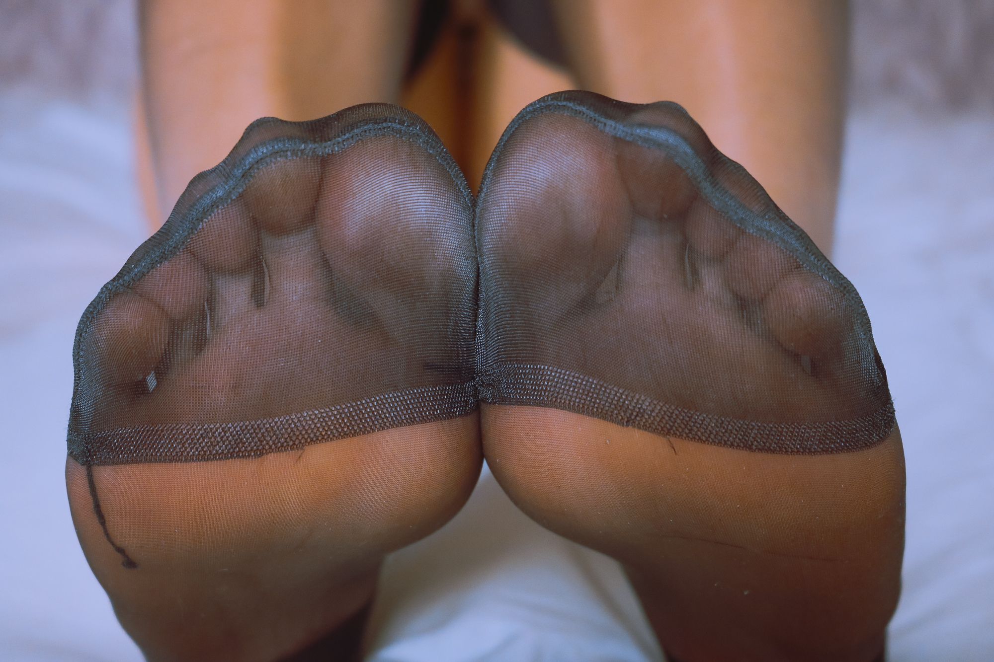 Lisa Dove aka FeetFunDoll (@feetfundoll) Cover Image