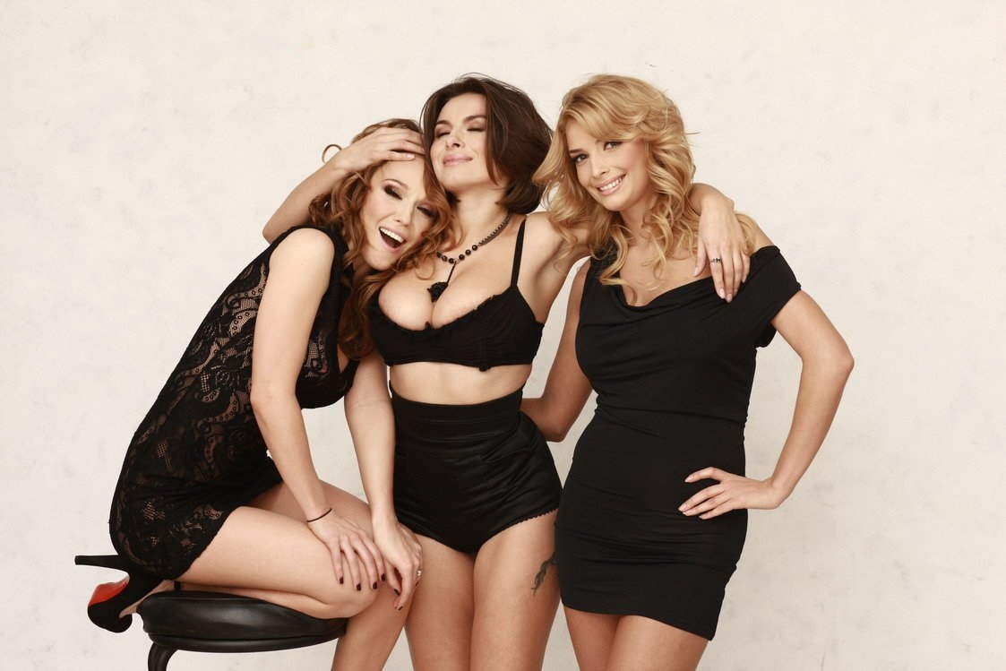 WomenLookingForThreesome (@womenlookingforthreesome) Cover Image