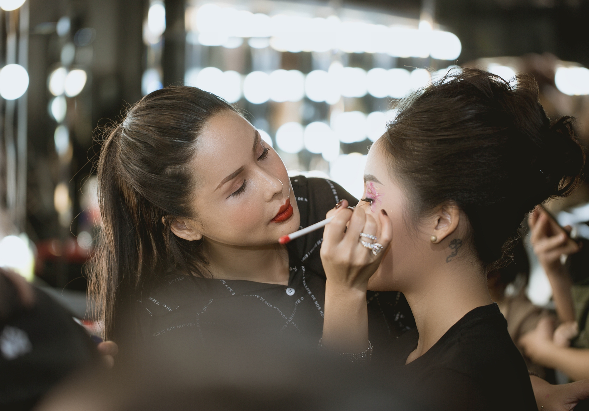 TINA LE MAKE UP ACADEMY (@tinalemakeup) Cover Image