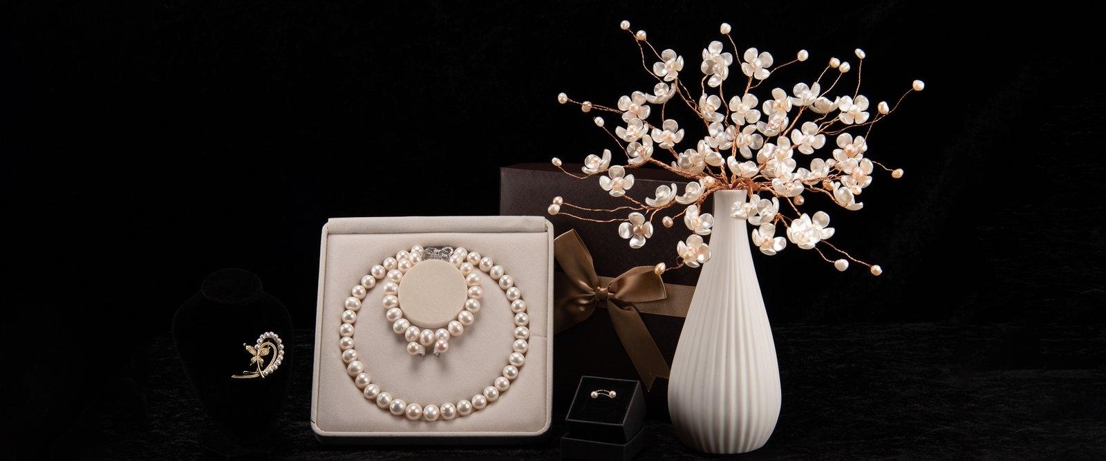 Akuna Pearls (@akunapearls) Cover Image