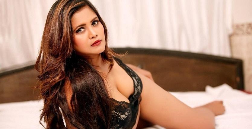 Soniya Rajput (@modelsoniyarajput) Cover Image
